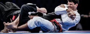 Photo montrant des sportifs faisant du jiujitsu en pleine action