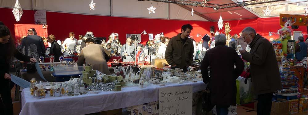 Photo du marché de Noel de Venelles montrant un stand de savon