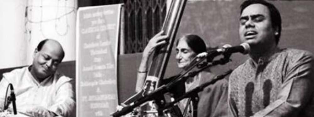 Photo d'un groupe de musique indien en train de chanter