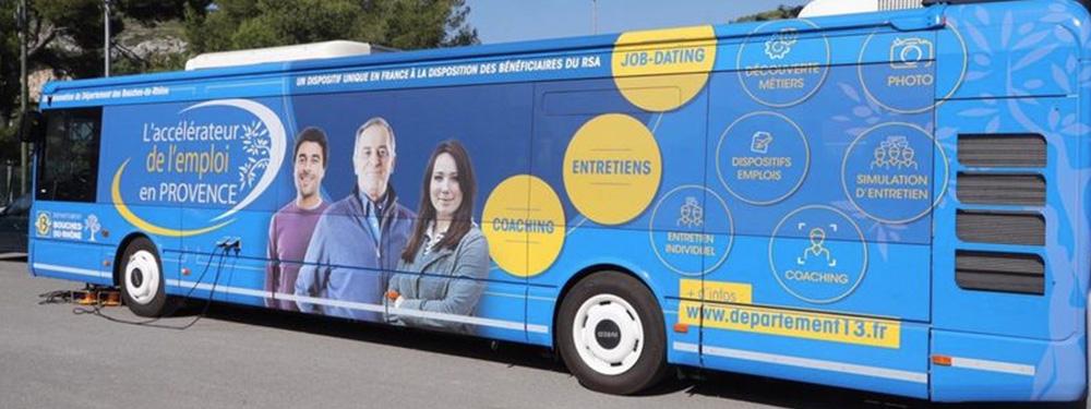 Photo montrant le bus de l'emploi