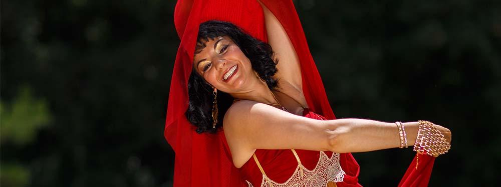 Photo d'une danseuse de la Compagnie Sarahdanse en train de danser