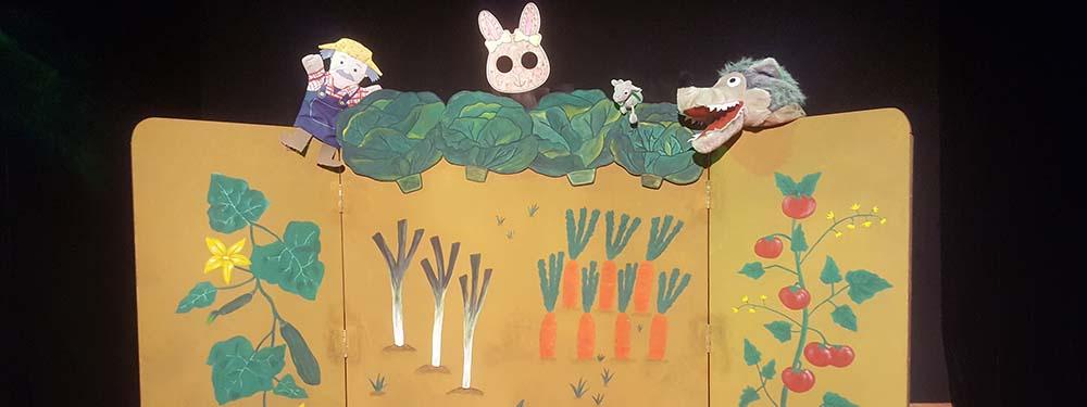 Photo du spectacles de marionnettes fous de choux