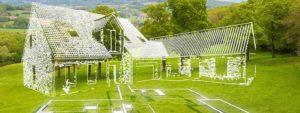 Illustration d'une maison construite sur un terrain verdoillant