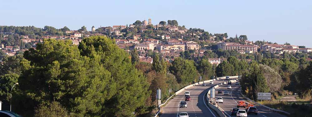 Photo de Venelles-le-Haut depuis l'autoroute