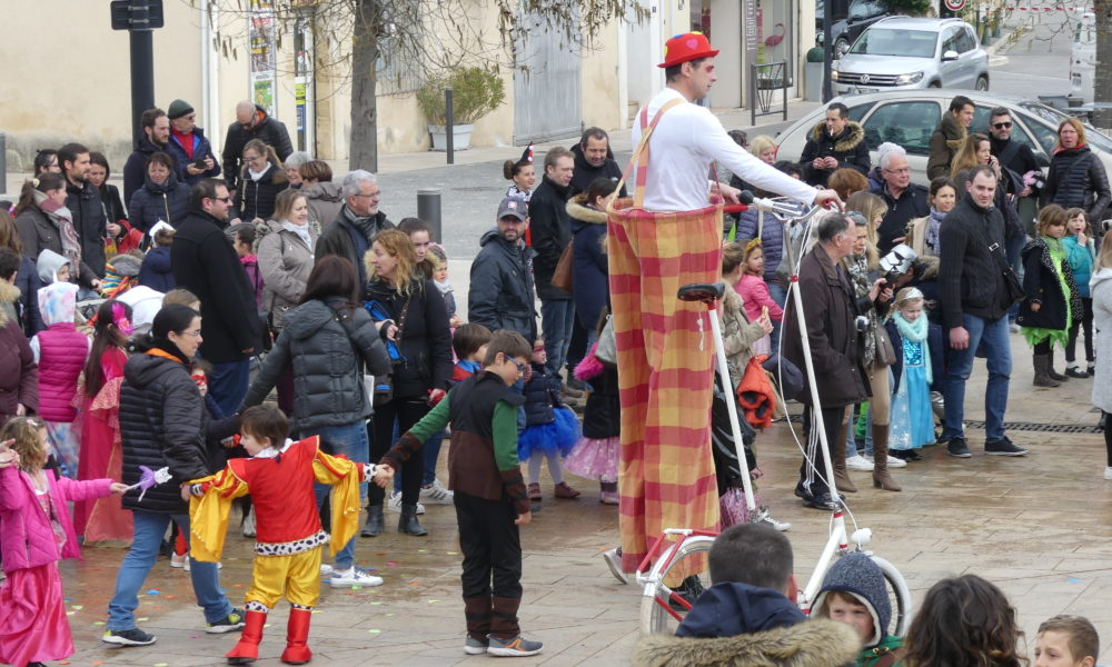 Le Carnaval permet aussi aux (très) grands de s'amuser.