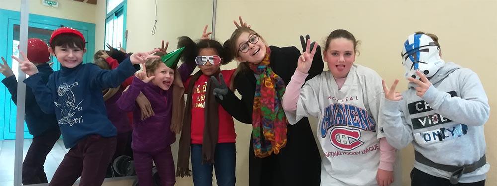 Photo de 6 enfants qui posent déguisés