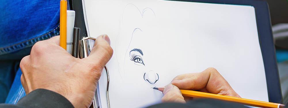 Photo montrant un homme en train de dessiner une caricature
