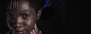 Photo représentant Sigonbile Mbambo en tenue traditionnelle sud-africaine