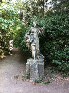 Photo d'une statue de la Venus en pierre de calissanne