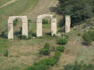Vue de l'aqueduc de Traconnade à Meyrargues