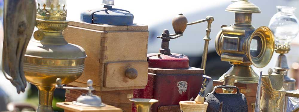 Photo d'objets vintage vendus lors d'un vide-greniers