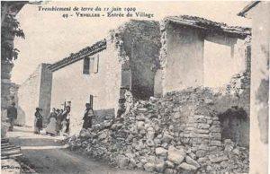 Photo de l'entrée du village de Venelles après le tremblement de terre du 11 juin 1909