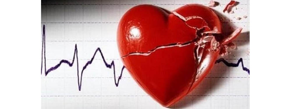 Photo d'un coeur en porcelaine brisé