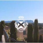 Vue de Venelles avec un logo de la ville au milieu