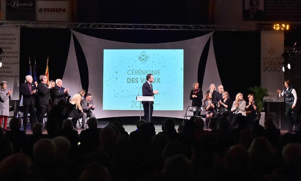 Photo d'Arnaud Mercier, maire de Venelles en train de faire son discours lors de la cérémonie des voeux 2020