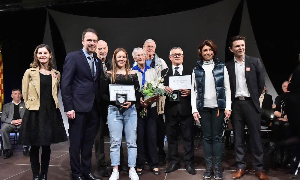 Photo des Venellois ayant reçu la médaille d'honneur de la ville lors de la cérémonie des voeux 2020