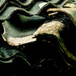 Photo montrant des panneaux remplis d'amiante