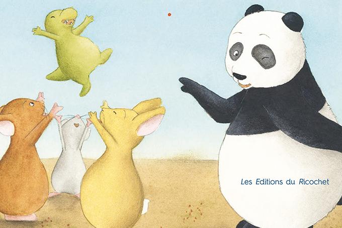 Illustration du livre c'est mon frère, représentant un panda en train de danser avec deux souris et un lapin qui sont en train de jeter en l'air un petit dinosaure.