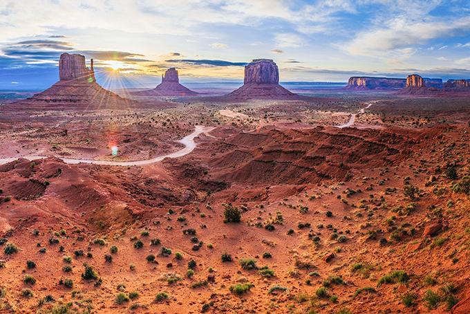 Photo représentant un paysage désertique du Sud-ouest américain.