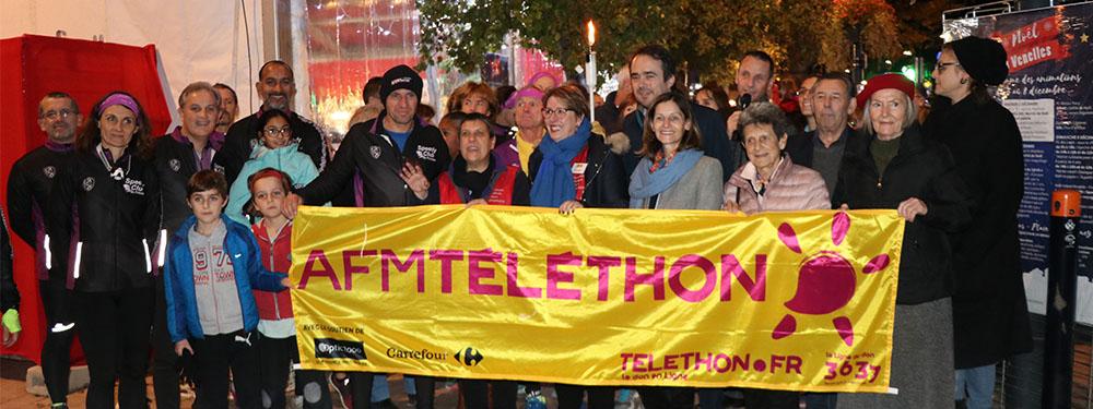 Photo du lancement de la flamme du Téléthon avec l'équipe du Téléthon 2019, le speedy Club et Arnaud Mercier, maire de Venelles