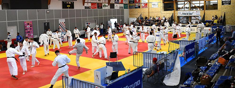 Photo de la salle avec l'ensemble des combattants lors du Tournoi international de Judo du JCV