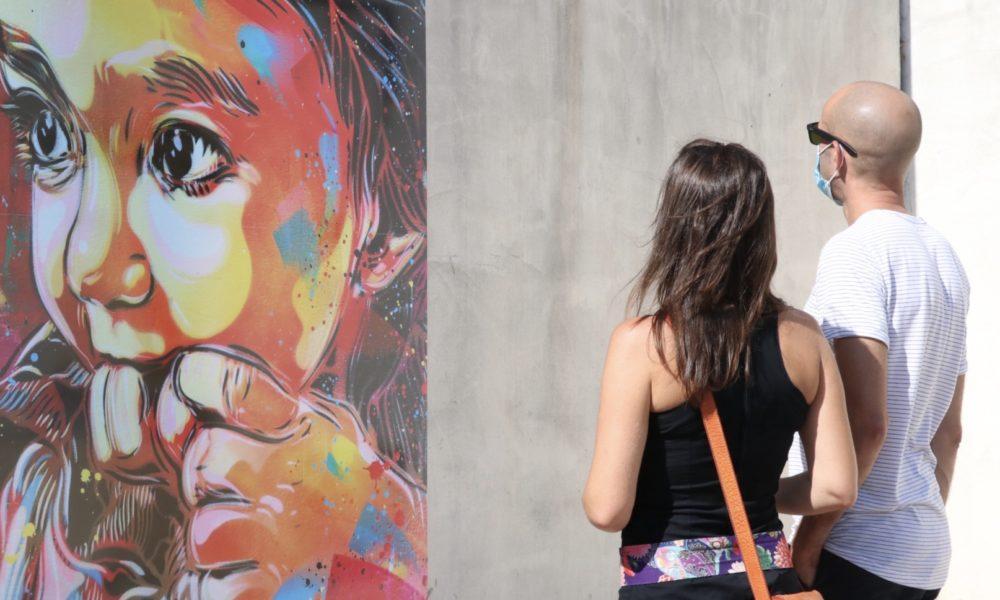 """Au gré de ce circuit, les visiteurs ont pu admirer des créations en direct mais aussi des reproductions sur tableaux d'oeuvres majeures du street art. Ici """"Bamboo"""" de C215"""