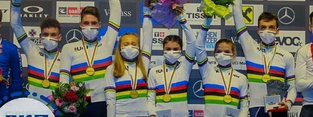 Photo de l'équipe de France de VTT sur le podium des championnats du Monde en Autriche
