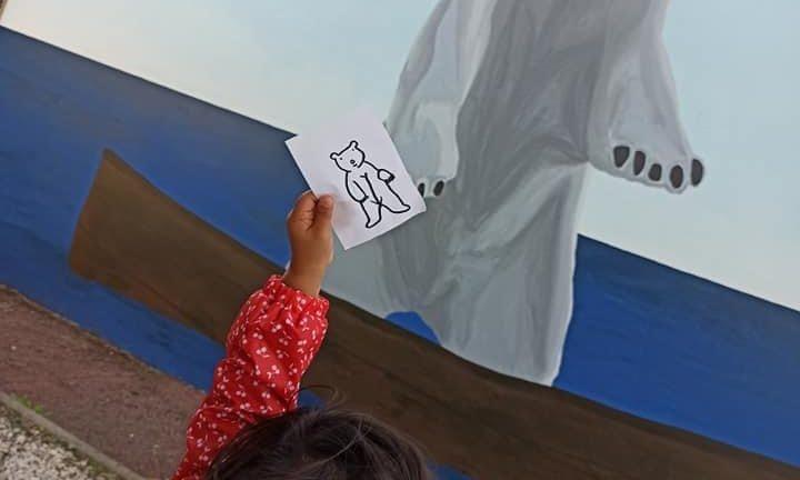 """Quand l'art devient un jeu d'enfant ! On peut ici admirer l'oeuvre de Romano et le collectif le Mouvement : """"L'ours et la barque"""""""