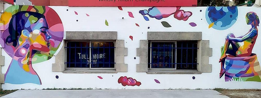 """Photo de l'oeuvre de street Art """"les bulles en suspension"""" de l'artiste Enkage"""