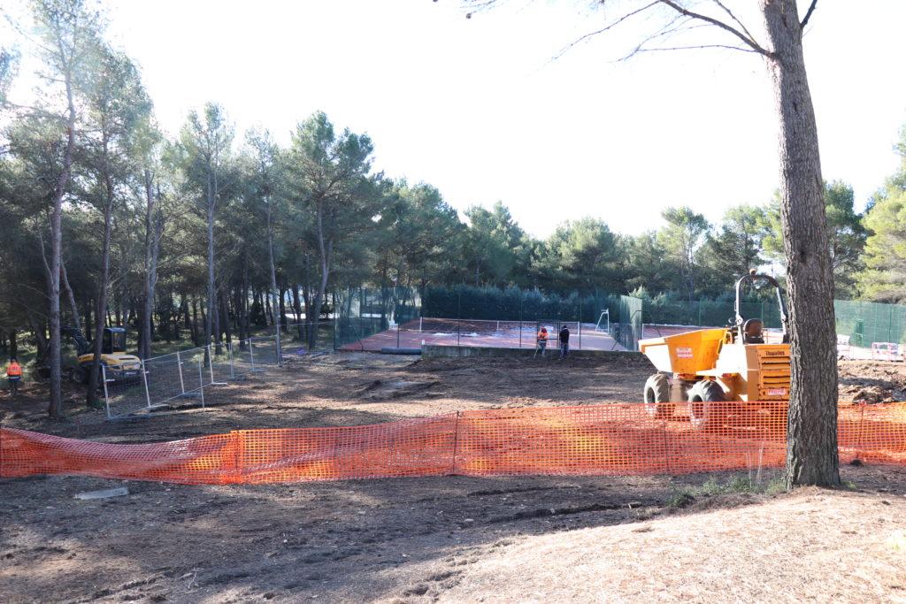 Photo des travaux en cours au Parc des sports sur les terrains de Padel