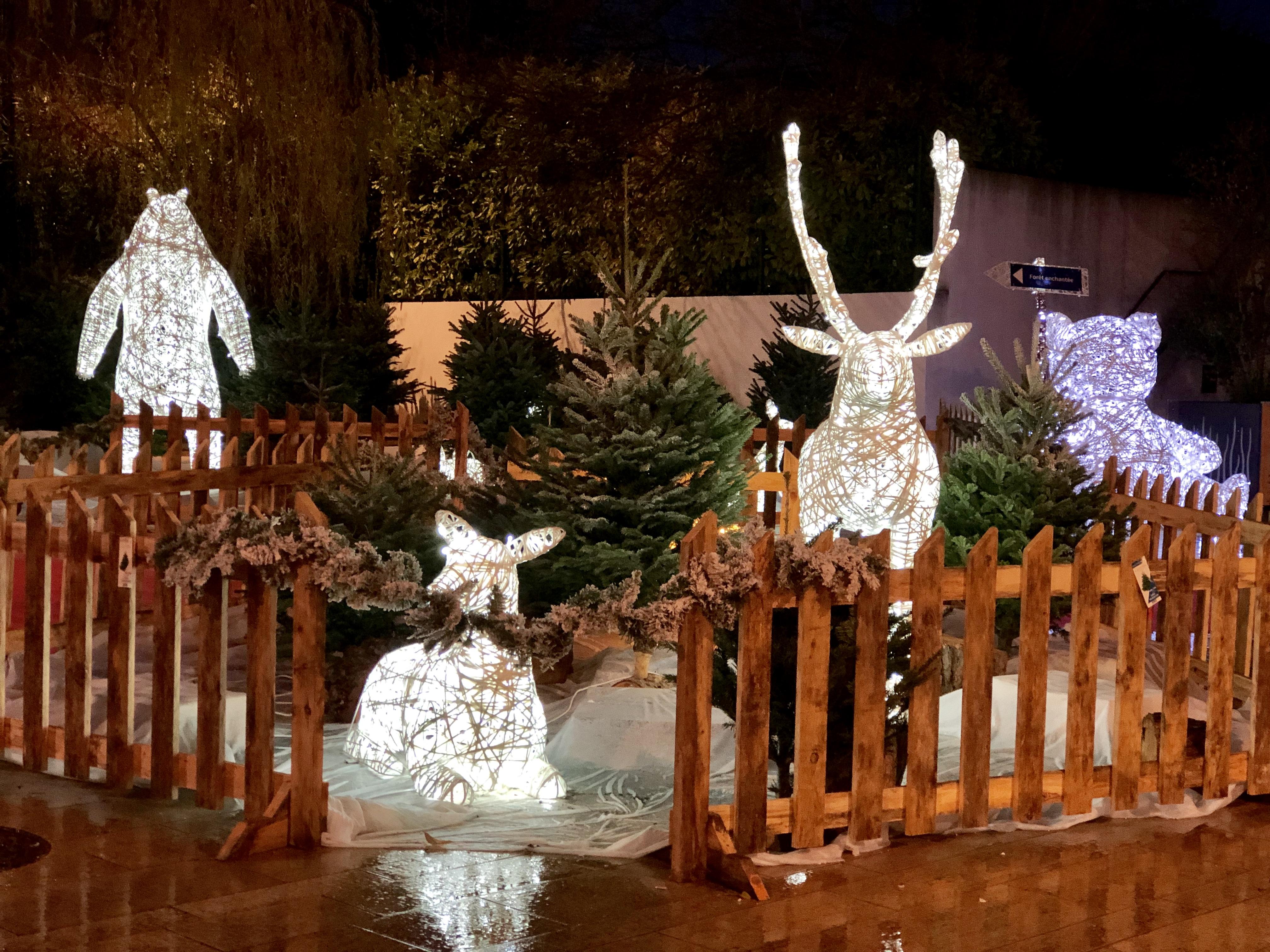 Décoration de Noël de la ville de Venelles sous le thème la forêt enchantée