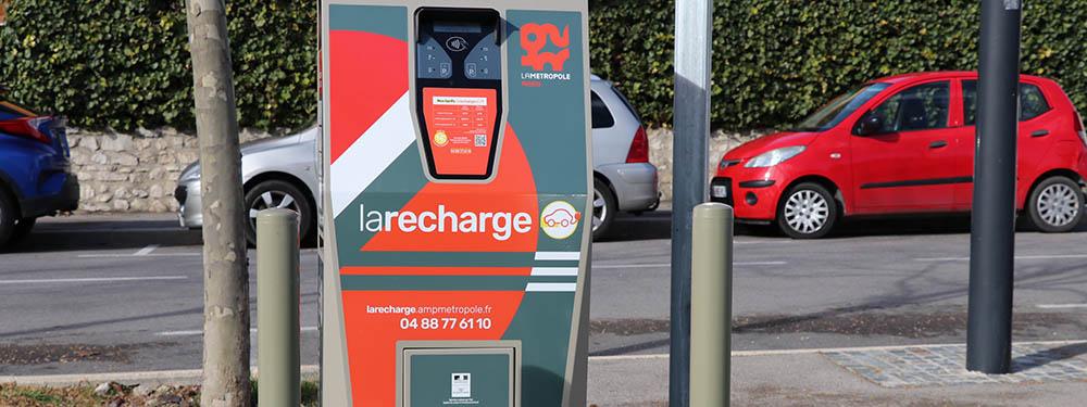 Dans le cadre du plan de déploiement des bornes de recharge électrique prévu avec la Métropole-Aix-Marseille Provence, deux nouveaux équipements ont été mis à disposition cette semaine.