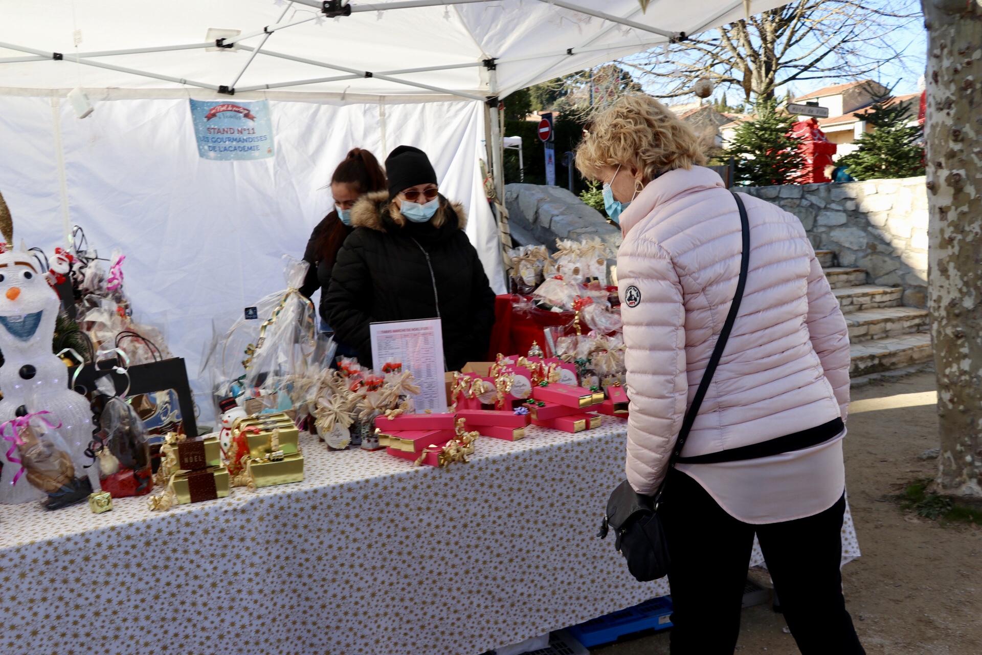 Photo d'un stand du Marché de Noël de Venelles