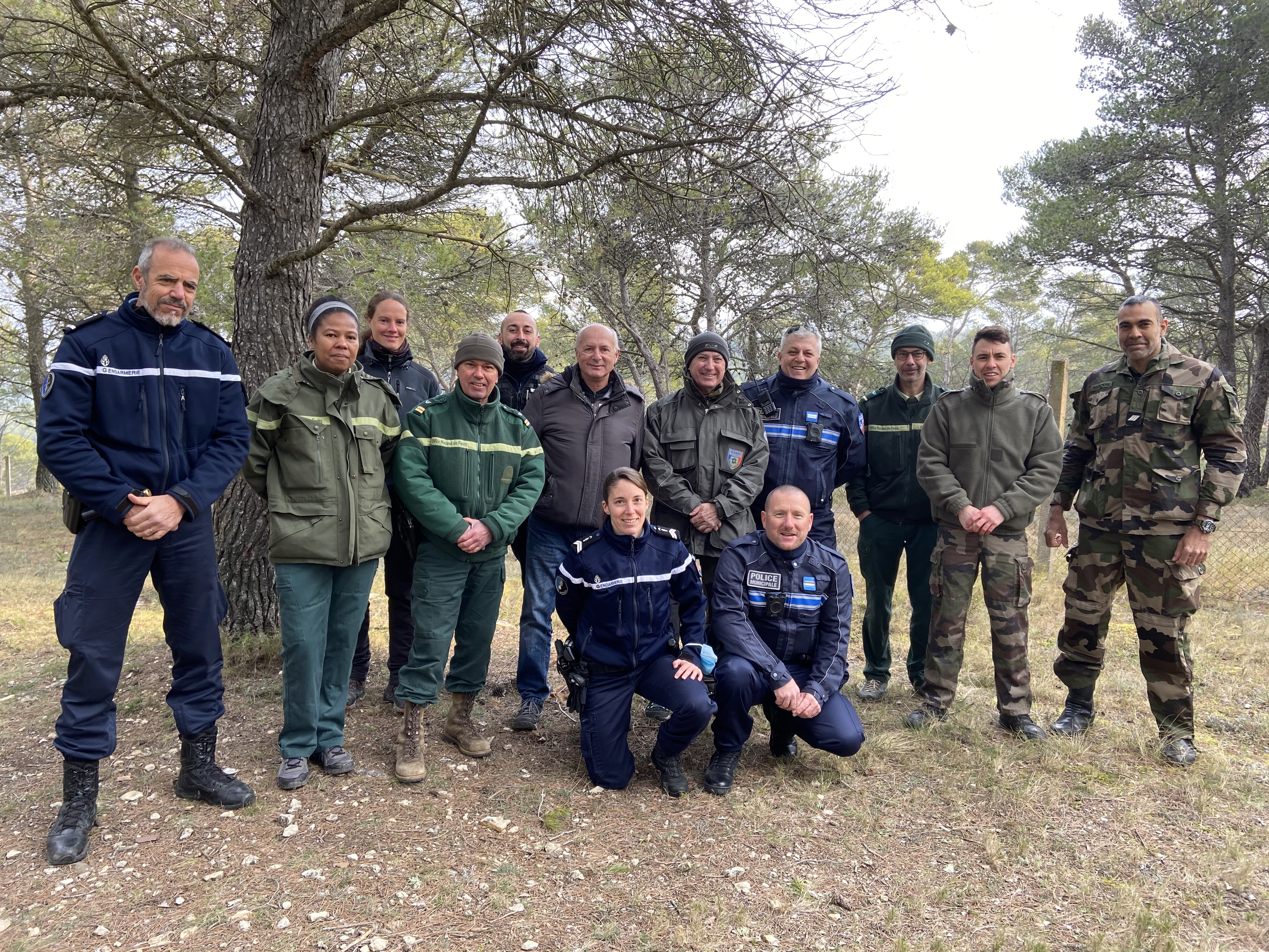 Photo de l'équipe mobilisée contre les engins motorisés en forêt