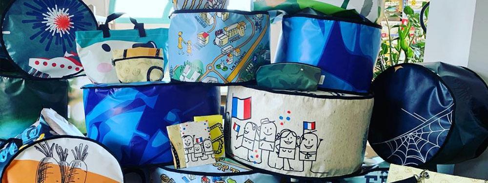 Photo des objets en bâches recyclées