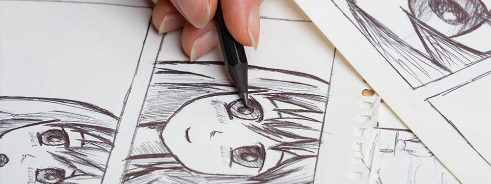 Photo montrant une femme en train de dessiner les yeux d'un manga