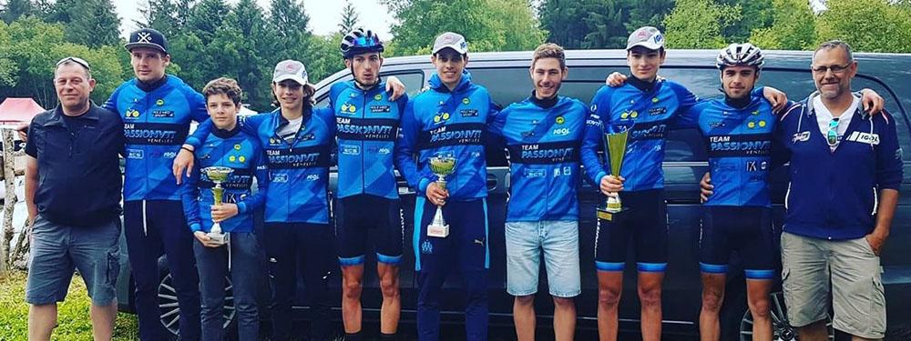 Photo de l'équipe de la Team Passion VTT lors de la coupe de France