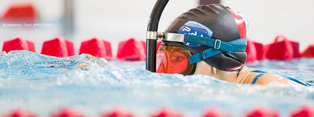 Photo d'Oriane Robisson nageant dans une piscine
