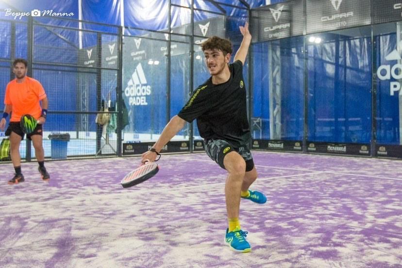 Photo de Thomas Leygue en train de jouer au padel
