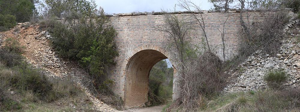 Photo de l'aqueduc de Traconnade