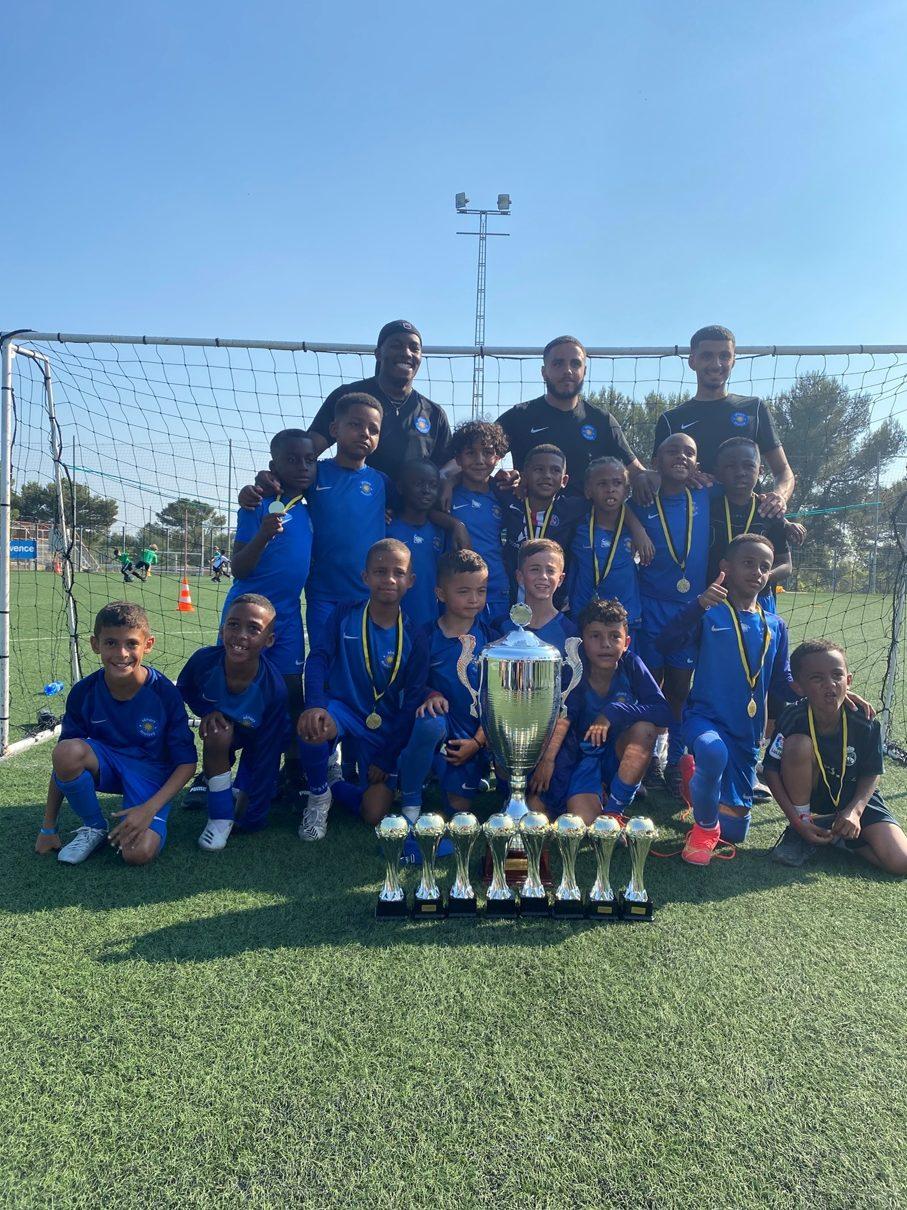 Photo de l'équipe gagnante de football du Challenge nationale Claude Chaparteguy organisé par l'USV