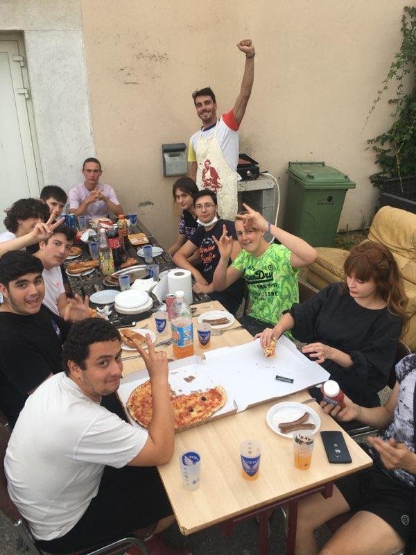 Photo montrant les jeunes du local jeunes lors de leur première activité de l'été