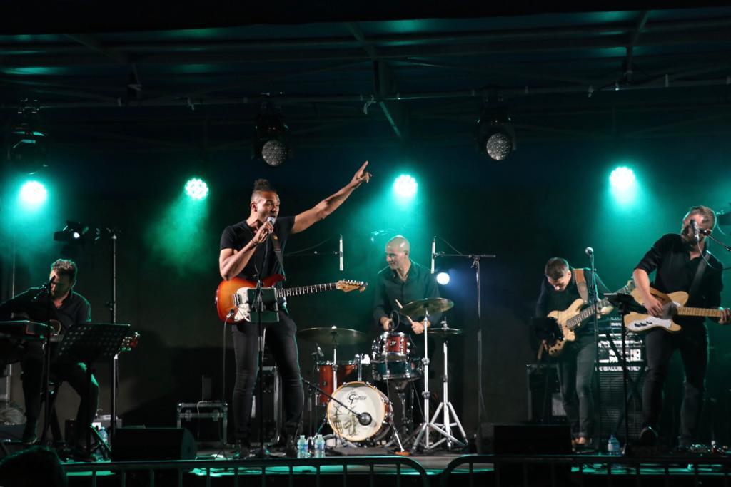 Photo du concert de Reverse Live Cover Band lors des Mardis en fête