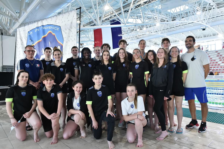 Photo de l'équipe du PAN de nage avec Palmes