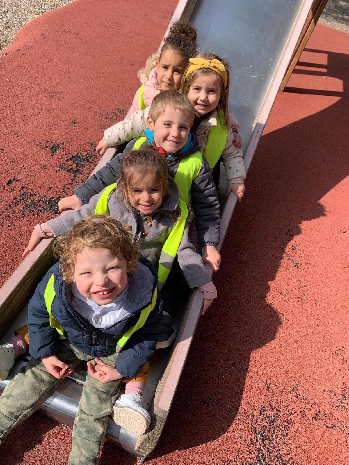 Photo des enfants de l'Oustau en plein atelier