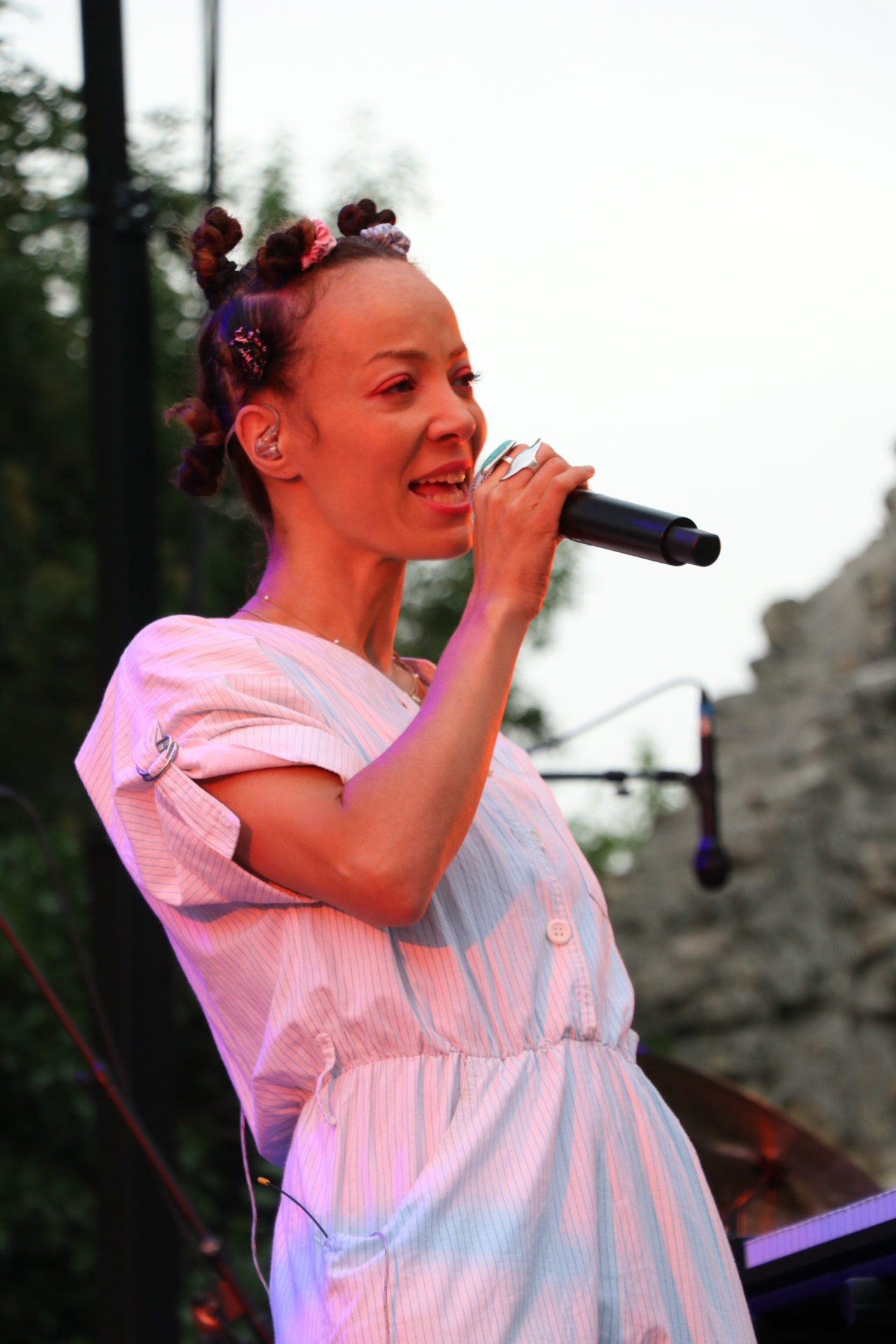 Elodie Rama plonge le public dans son univers singulier teinté de pop et de soul