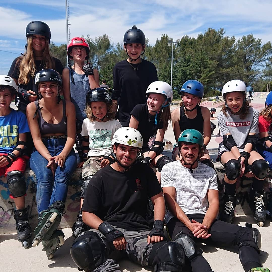 Photo de skateurs, trottiriders ou rollers pour le lancement du contest de l'USV