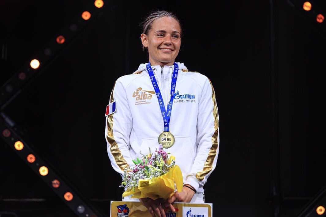 Photo de Caroline Cruveillier sur le podium au championnat d'Europe