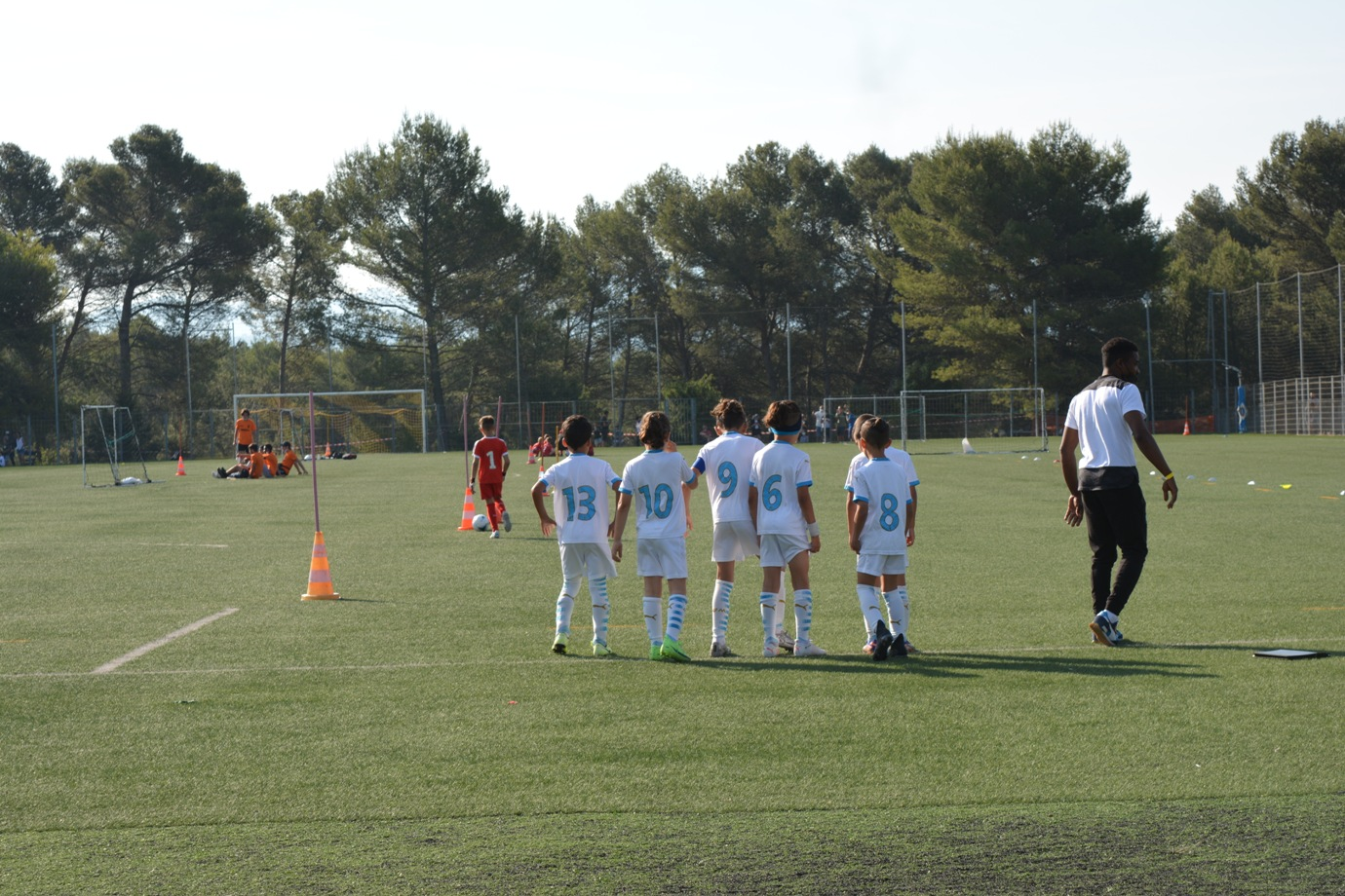 Photo d'une équipe de football sur le terrain lors du Challenge nationale Claude Chaparteguy organisé par l'USV