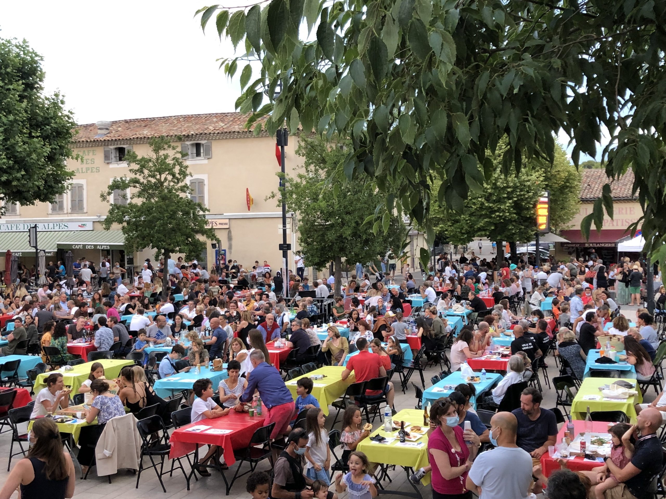 Photo de la place des Logis pendant les mardis en fête